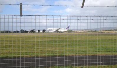 Samolot LOT-u na lotnisku w Glasgow