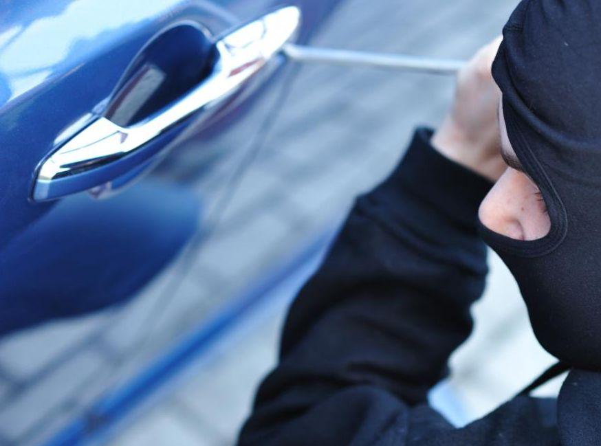 Takie sposoby kradzieży aut stosują tylko amatorzy