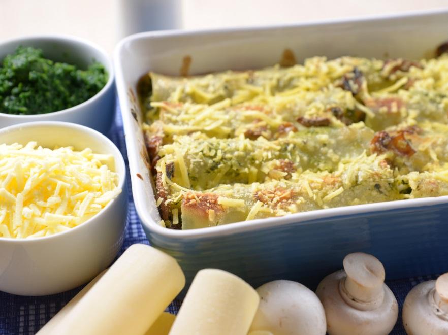 Cannelloni ze szpinakiem zapiekane żółtym serem