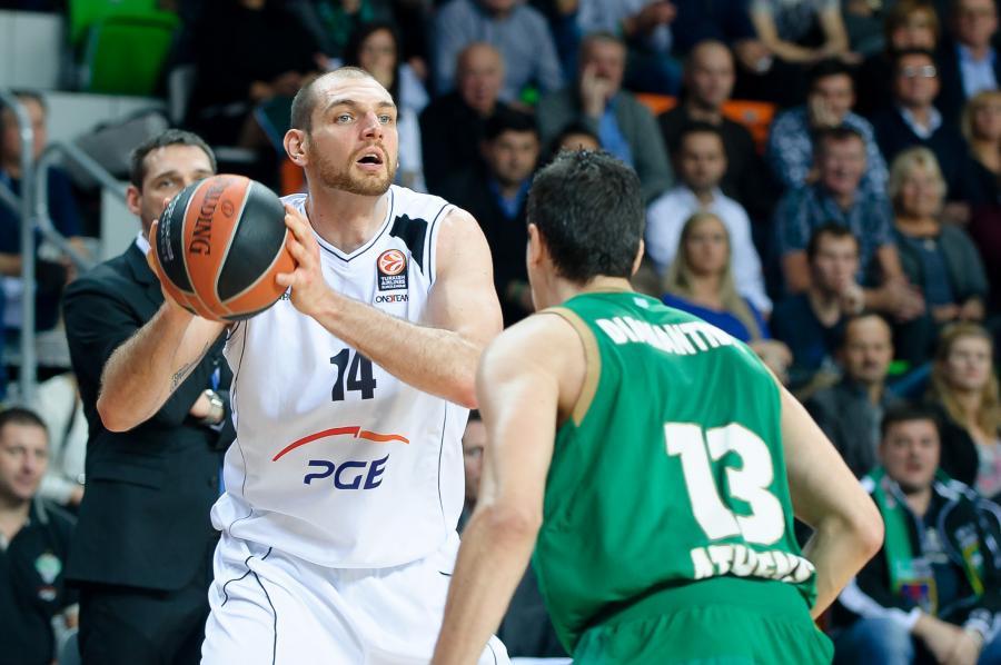 Vlad Moldoveanu (w białym stroju)