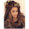 "Ariana Grande w klipie do ""Santa Tell Me"""
