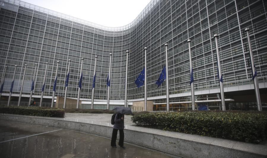 Siedziba Komisji Europejskiej w Brukseli. Świat w reakcji na zamach we Francji