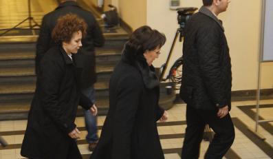 Premier Ewa Kopacz wchodzi do Śląskiego Urzędu Wojewódzkiego w Katowicach