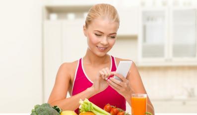 Kobieta licząca kalorie