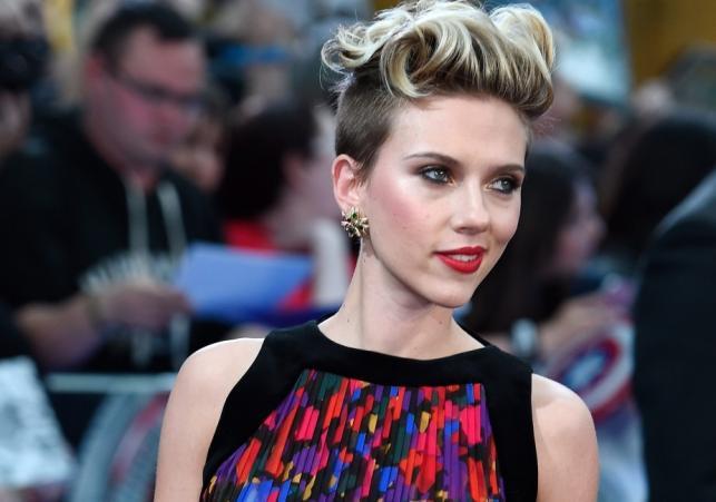 """Scarlett Johansson na premierze filmu """"Avengers: Czas Ultrona"""" w Londynie"""