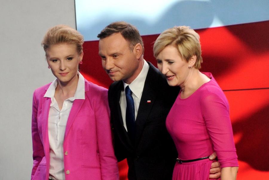 Andrzej Duda wraz z żoną i córką na wieczorze wyborczym