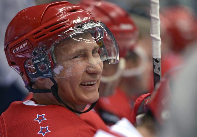 Władimir Putin strzelił 8 goli w meczu z byłymi gwiazdami NHL