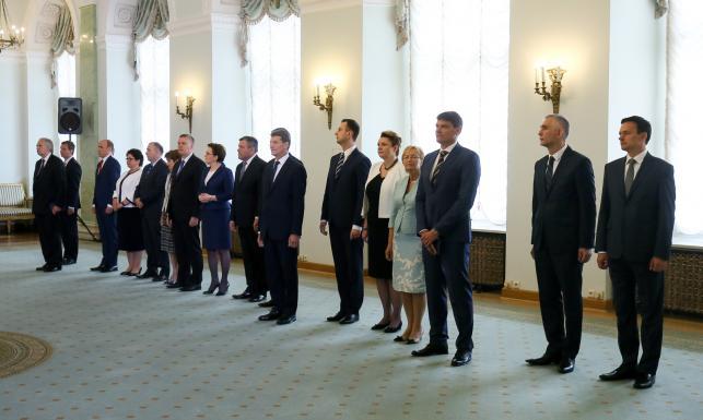 Który nowy minister ma najdroższe auto? Sprawdziliśmy! Oto samochody nowych podwładnych Kopacz