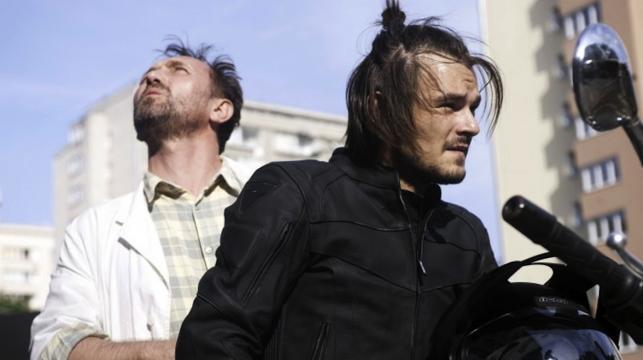 """Andrzej Chyra i Dawid Ogrodnik w filmie """"11 minut"""""""
