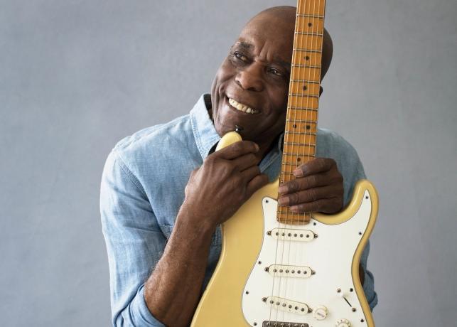 Buddy Guy –urodzony, by grać na gitarze