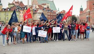 Wolontariusze SZLACHETNEJ PACZKI zatańczyli poloneza