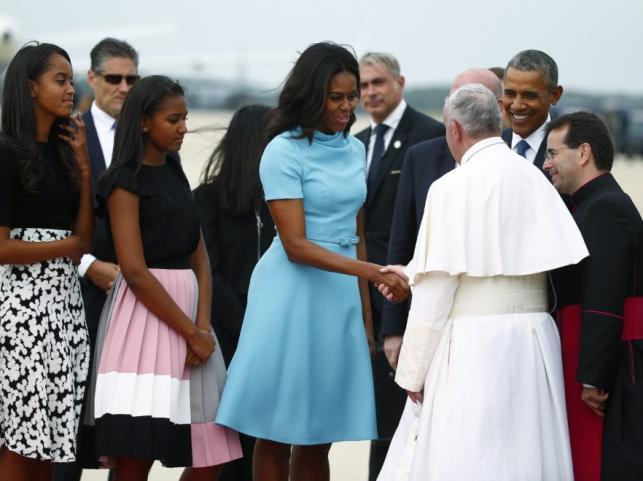 Michelle i Barack Obamowie z córkami oraz papież Franciszek