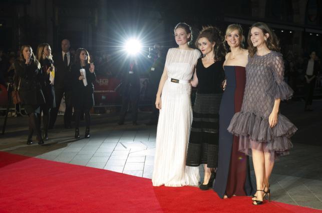 Romola Garai, Helena Bonham Carter, Anne Marie Duff i Carey Mulligan na czerwonym dywanie