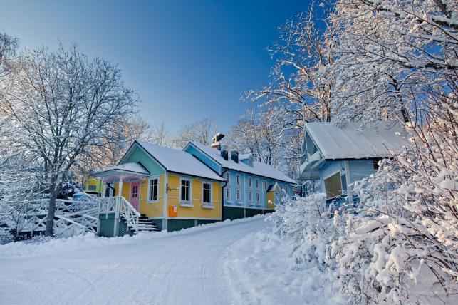 Ulica w Moomin World, miasto Naantali w Finlandii