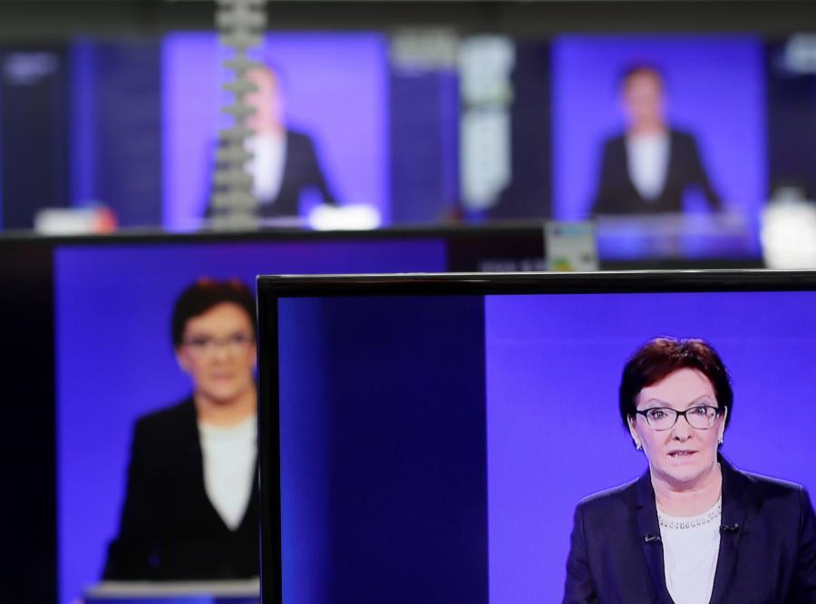 Premier Ewa Kopacz w czasie debaty z Beatą Szydło