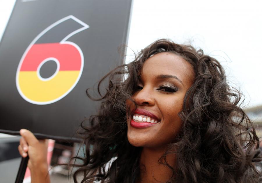 Piękne dziewczyny na torze Formuły 1 podczas Grand Prix USA. ZDJĘCIA