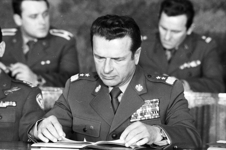 Szef kontrwywiadu wojskowego WSW gen. Czesław Kiszczak. Zdjęcie z 1980 roku