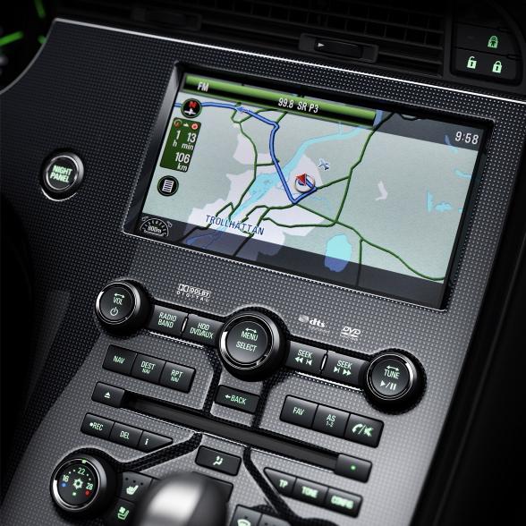 8-calowa nawigacja Panasonic z dotykowym ekranem plus wysokiej klasy system audio Harman&Kardon