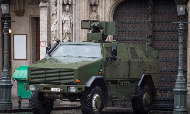 Wojsko na ulicach, nieczynne metro... Najwyższy poziom alarmu terrorystycznego w Brukseli [ZDJĘCIA]