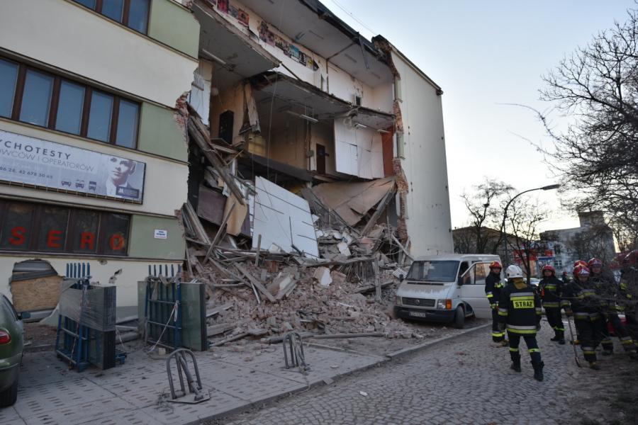 Zawalona ściana budynku na rogu ulic Sienkiewicza i Tuwima w centrum Łodzi