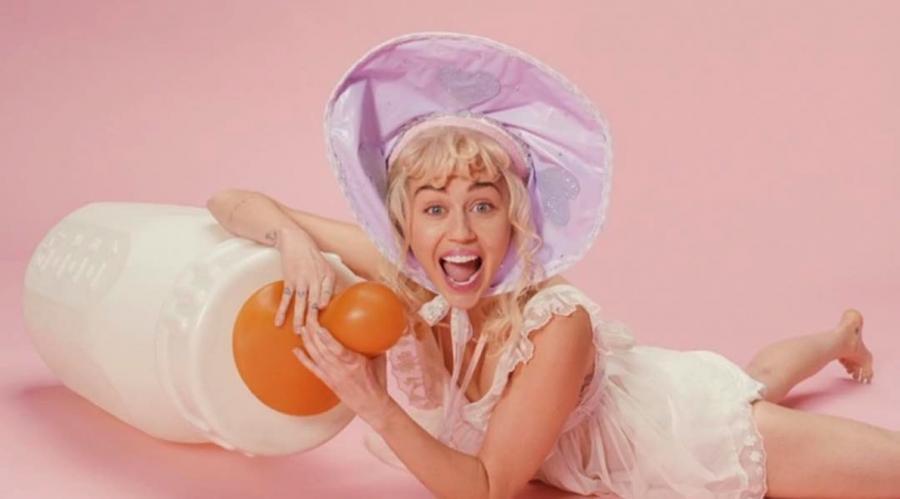 Mała Miley w klipie do \