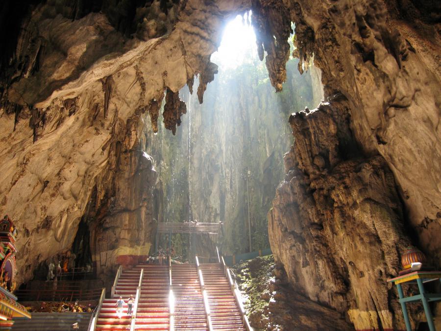 Jaskinie Batu - świątynie w jaskiniach