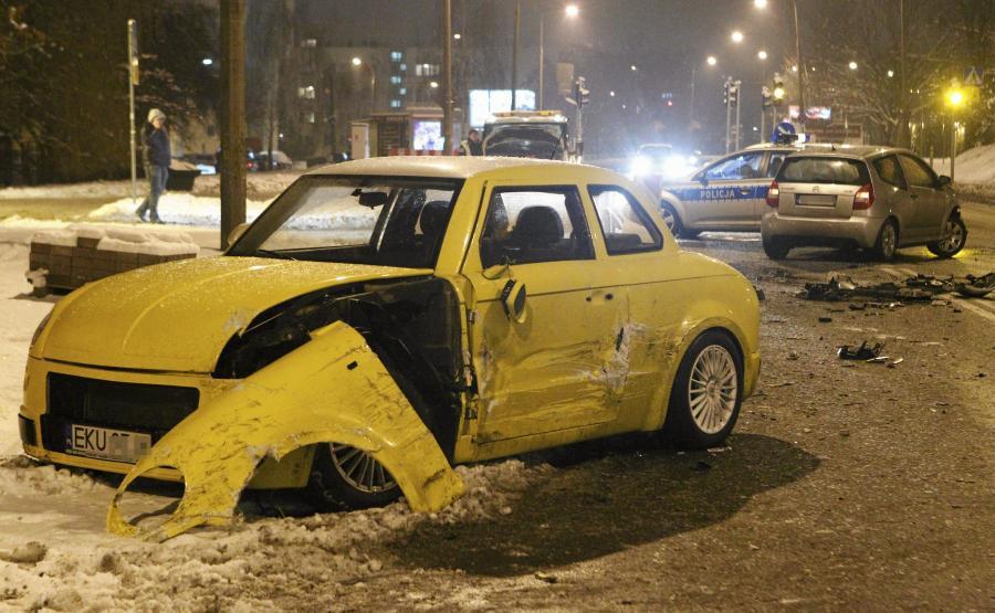 Syrenka AMZ Kutno rozbita w Warszawie