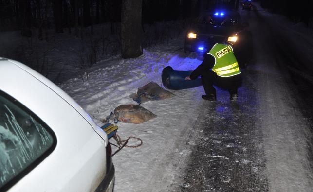 Policjant na miejscu wypadku
