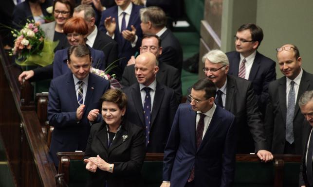 Z tłumaczem czy bez? Ministrowie rządu Szydło (z oporami) zdradzili, jakie znają języki