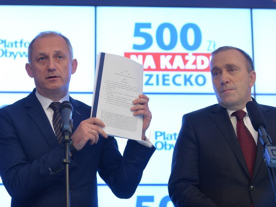 Przewodniczący PO Grzegorz Schetyna i przewodniczący klubu PO Sławomir Neumann
