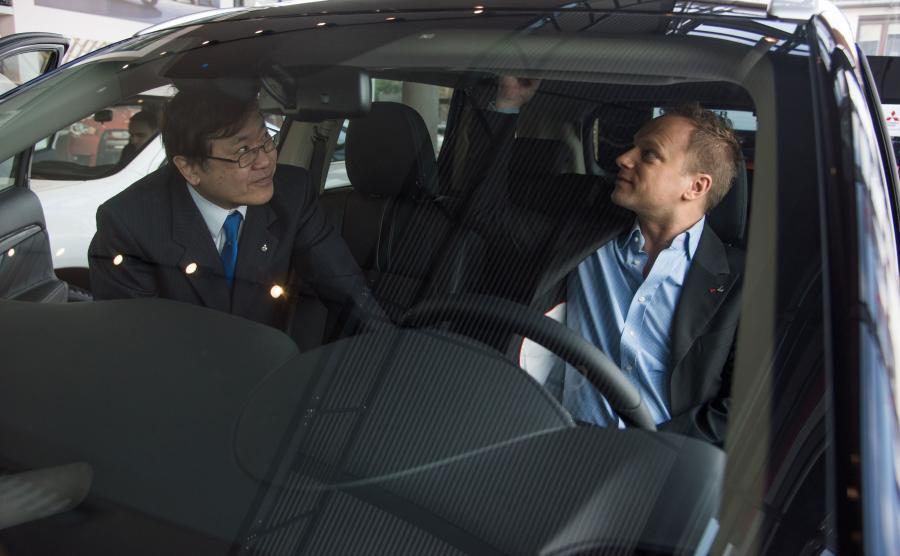 Maciej Stuhr za kierownicą nowego auta