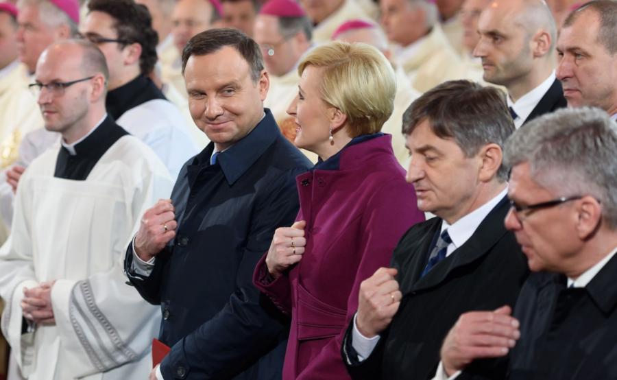 Prezydent Andrzej Duda (z małżonką Agatą Kornhauser-Dudą, podczas mszy świętej w Bazylice Prymasowskiej w Gnieźnie
