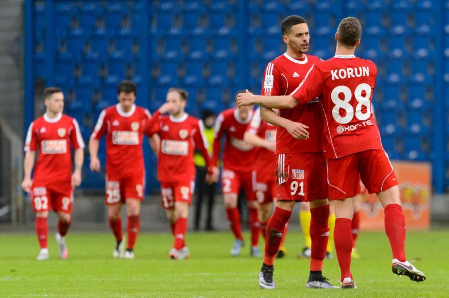 Zawodnicy Piasta Hebert Silva Santos (2P) i Uros Korun (P), podczas meczu Ekstraklasy piłkarzy przeciwko Lechowi Poznań