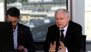 Prezes PiS Jarosław Kaczyński podczas internetowego czatu z użytkownikami Facebooka