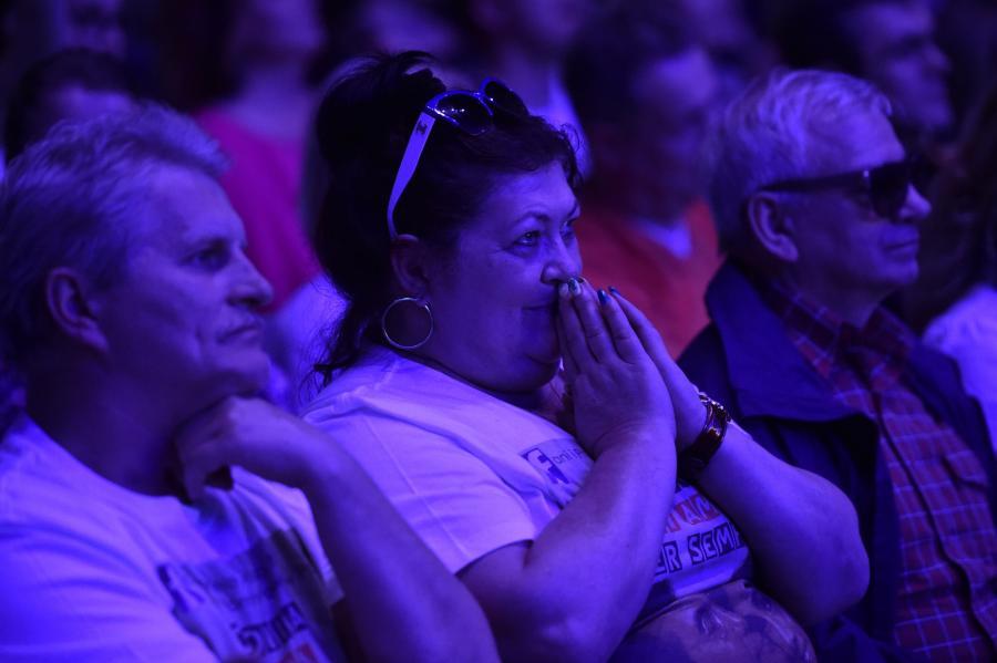 Publiczność podczas koncertu w krakowskiej Tauron Arenie