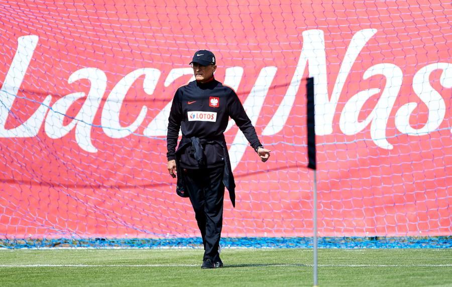 Selekcjoner piłkarskiej reprezentacji Polski Adam Nawałka podczas treningu kadry w Jastarni
