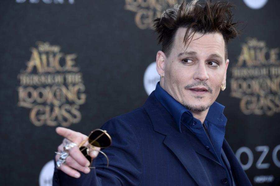 """Johnny Depp jak Szalony Kapelusznik na premierze """"Alicji po drugiej stronie lustra"""""""