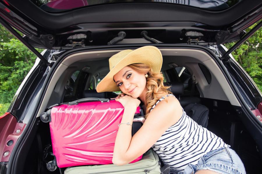 Kobieta z walizkami