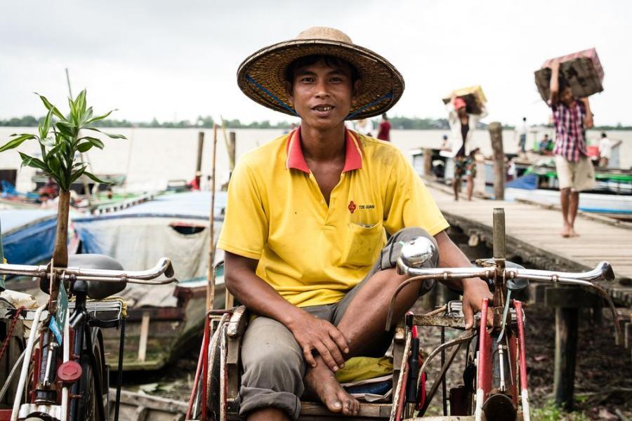 Riksiarz z Labuta, Birma; fot. T. Bogusz / Pirania na kolację