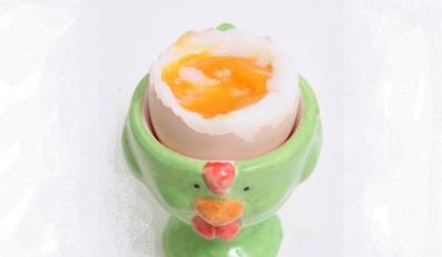 Czas odwołać alarm. Możemy już jeść jajka na miękko, kogel mogel i tatara bez obaw przed ptasią grypą