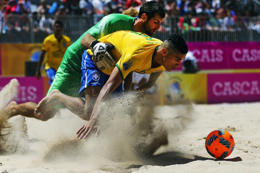 """Na plaży, na plaży fajnie jest! Podczas """"Beach Soccer Mundialito"""" gra się bardzo efektownie"""