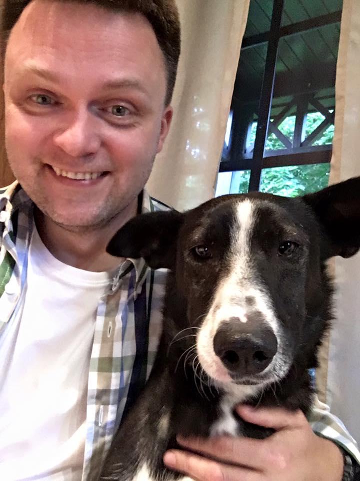 Szymon Hołownia i jego pies Grafit