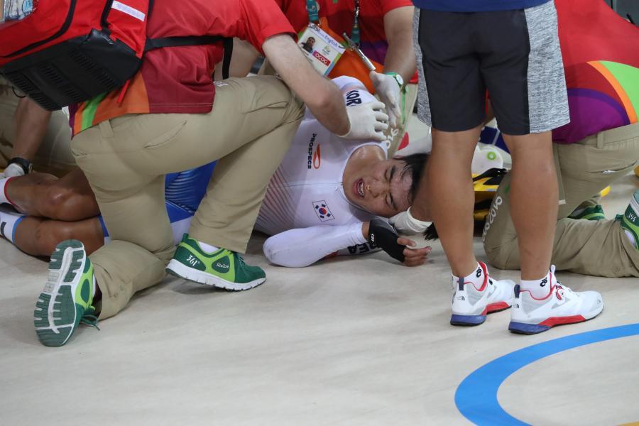 Wielka kraksa na kolarskim torze. Koreańczyk Park Sang-hoon odwieziony do szpitala