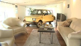 """Fiat 126p obok telewizora. Jak """"maluch"""" stał się ozdobą mieszkania"""
