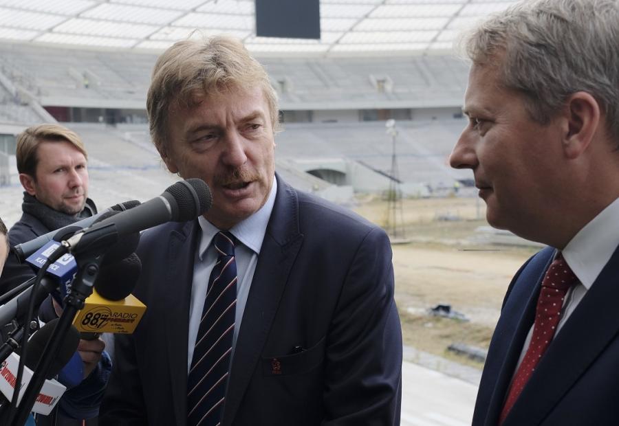 Marszałek woj. śląskiego Wojciech Saługa (P) i prezes PZPN Zbigniew Boniek podczas konferencji prasowej nt. przyszłości Stadionu Śląskiego w Chorzowie