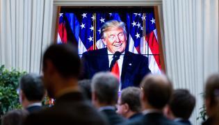 Donald Trump przemawia do swoich zwolenników