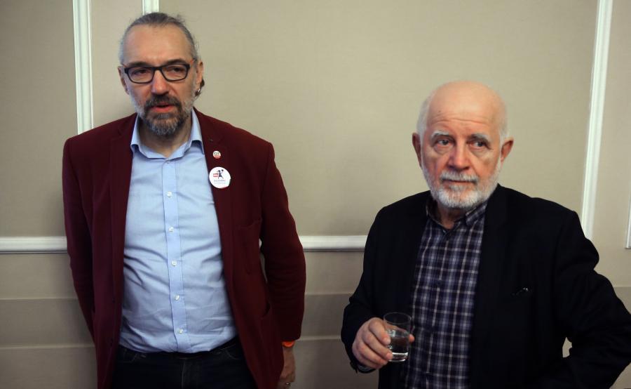 Lider KOD Mateusz Kijowski (L) i Włodzimierz Magdziarz (P) z Partii Demokratycznej podczas debaty pod nazwą: Nie dla \