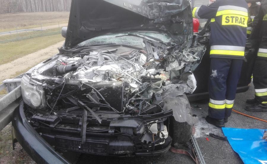 Land Rover po zderzeniu zaczął płonąć