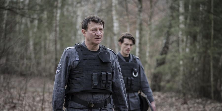 """Robert Więckiewicz oraz Tomasz Ziętek w filmie """"Konwój"""". Premiera 13 stycznia 2017 roku."""
