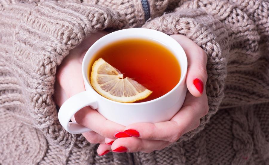 Mocna czarna herbata z dużą ilością cytryny